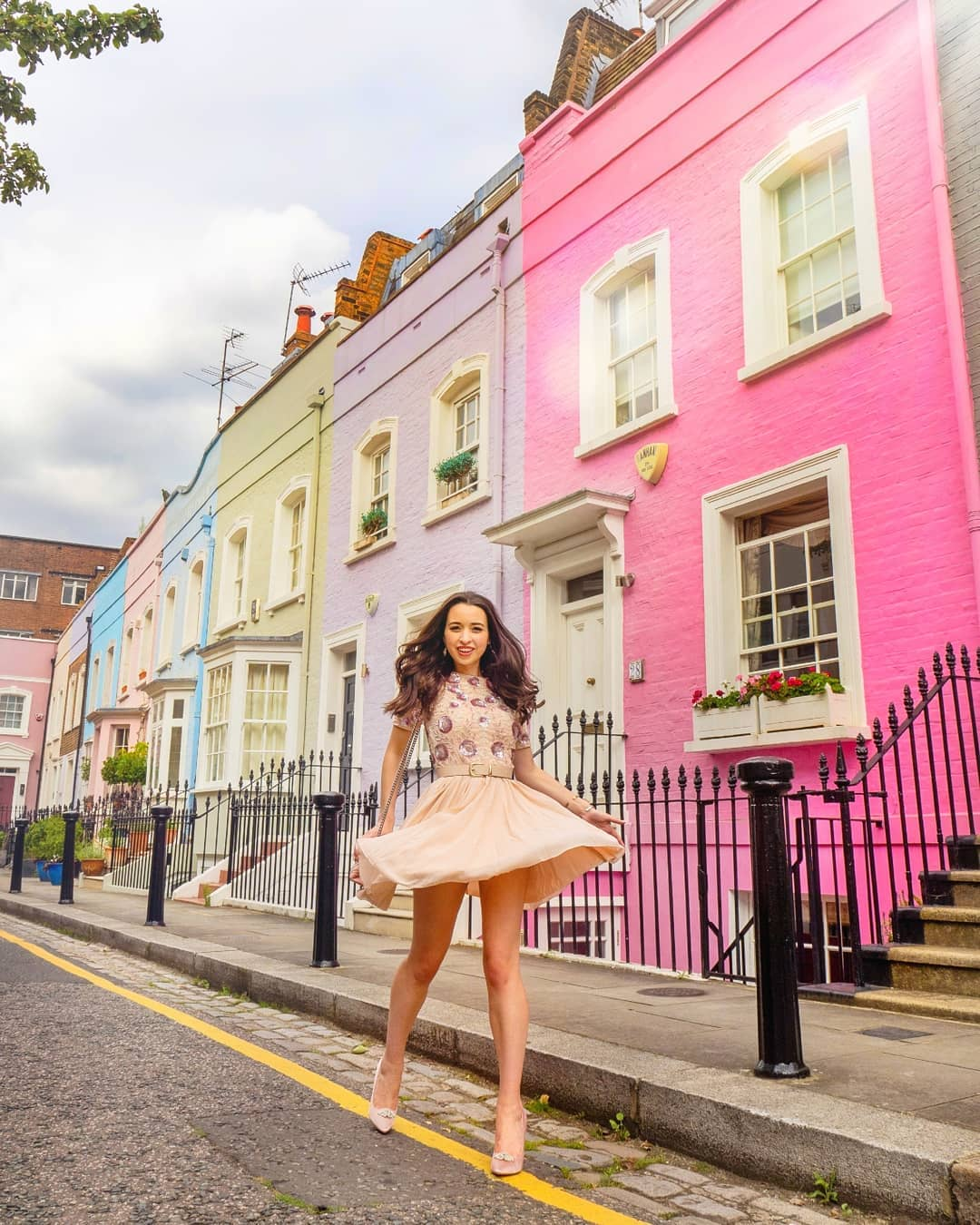 withlovejordan influencer in angeleye fashion london pink dress