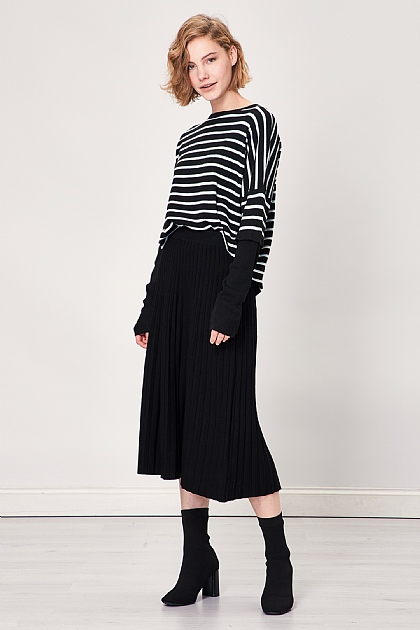 Black Pleated Knit Midi Skirt