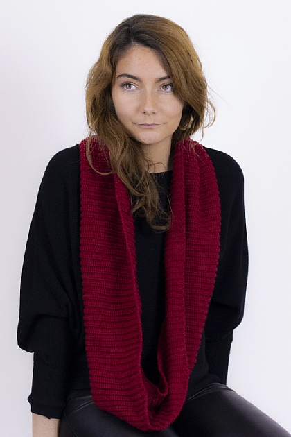 Ribbed Knitted Circle Scarf in Red